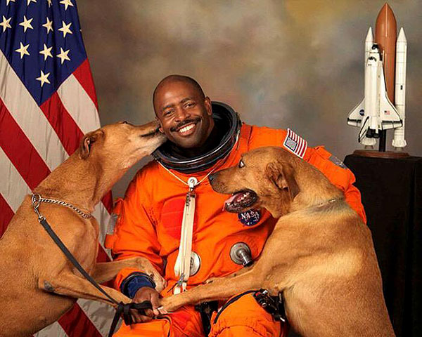 An Astronaut Creates His Official NASA Portrait — With His 2 Dogs
