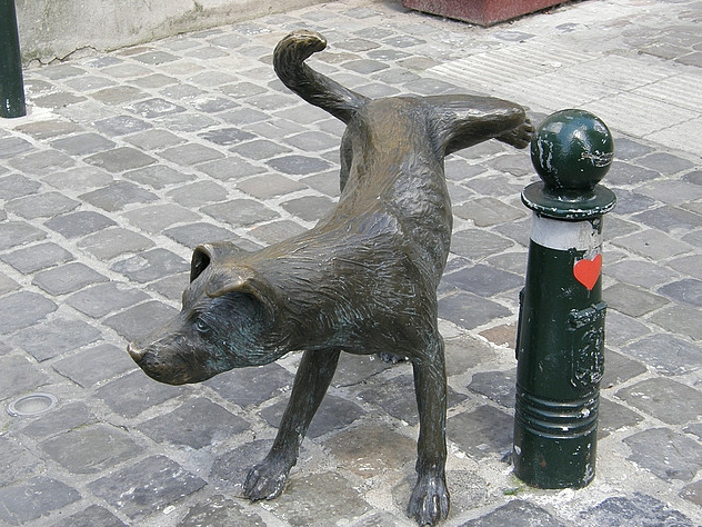 8 Awesome Dog Statues from Around the World