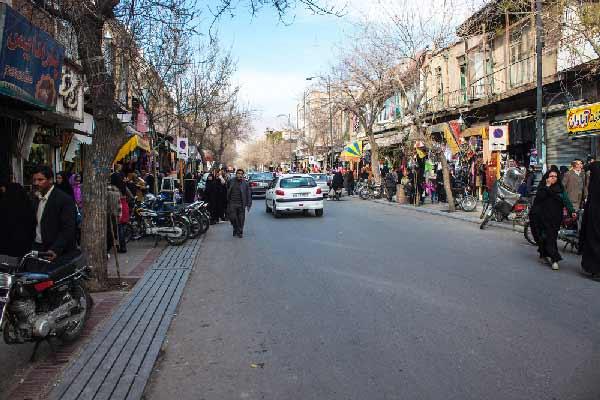 Street traffic in Shiraz, Iran. Matyas Rehak / Shutterstock.com