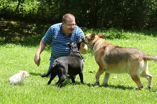 Leslie Mongford and three of his dogs, Gizmo, Angel, and Jake. (Photo courtesy Chris Savas)