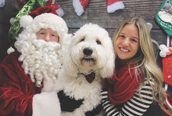 A Santa photo op at the Auburn Valley Humane Society in Washington. (Photo by Phil Morgan)
