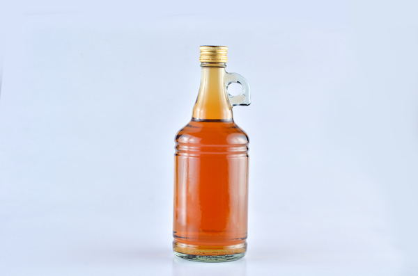 Apple cider vinegar by Shutterstock.
