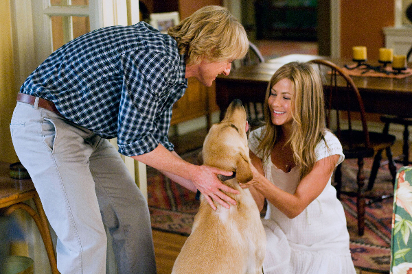Owen Wilson, Marley and Jennifer Aniston in Marley and Me.