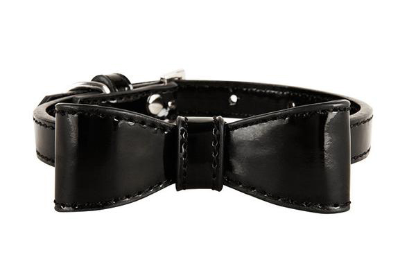 LazeyBonezz black bow tie collar.
